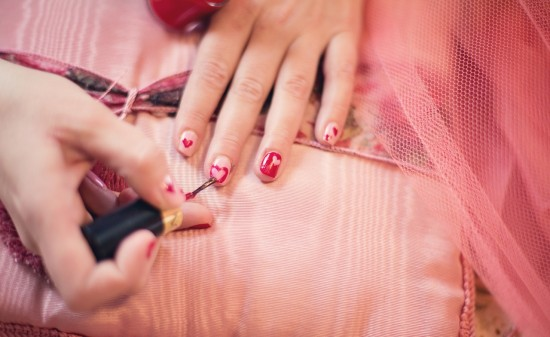 painting-fingernails-635261_1280